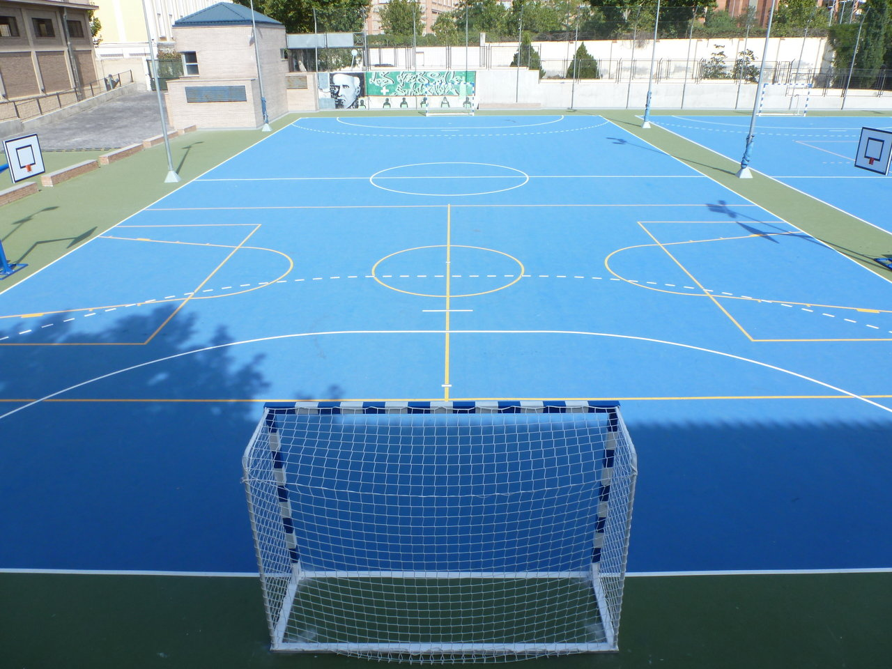 Pista exterior 1 polideportivo genil for Pista de futbol sala medidas